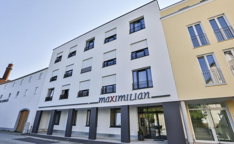 Hotel Maximilian Fassade Copy